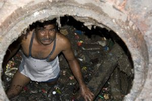Asphyxiation from blocked sewer lines a huge problem in India