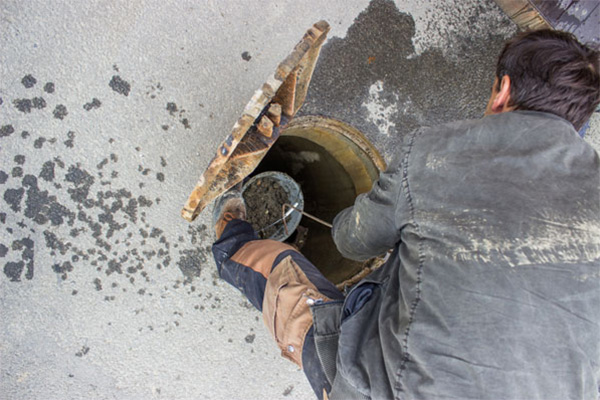 Sewer cleaning in India continues to forego safe practices